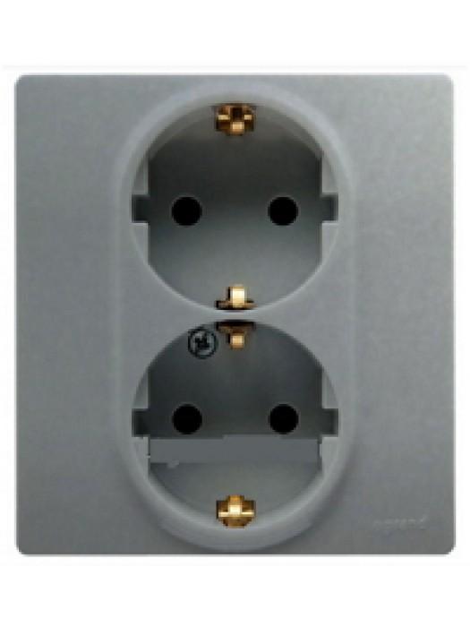 Розетка электрическая Etika с заземлением и шторками (Legrand 672433)